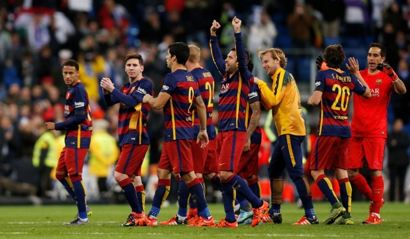 Football - Real Madrid v Barcelona - Liga BBVA - Santiago Bernabeu - 21/11/15 Barcelona players celebrate at the end of the match Reuters / Stringer Livepic